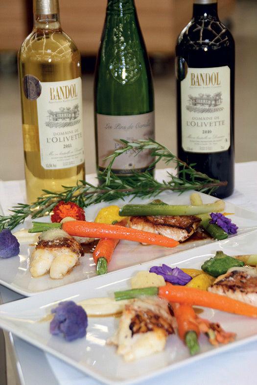 Pavé de vivaneau et cigale de mer accompagnés de légumes de saison et de son jus au romarin